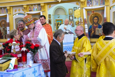 Greeting his Eminence Archbishop Daniel in St. Andrews church LA